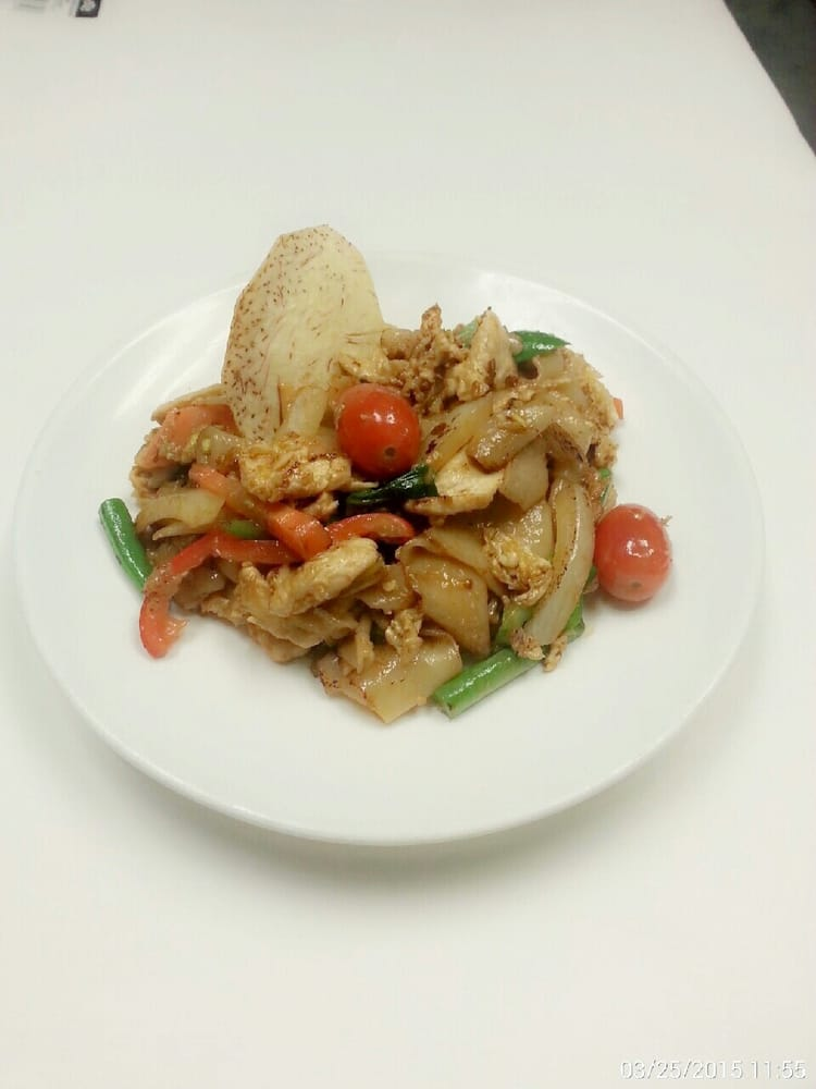 drunken noodles with chicken.jpg