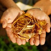 2011 gold_hand180pxq.jpg