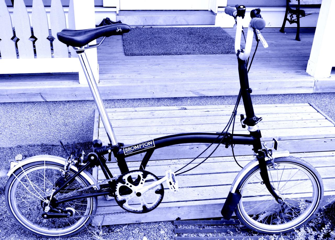 Pyöräkuume iski ja tässä on lääkitys. Tämmöinen Brompton on tulossa Intian projektipyöräksi.