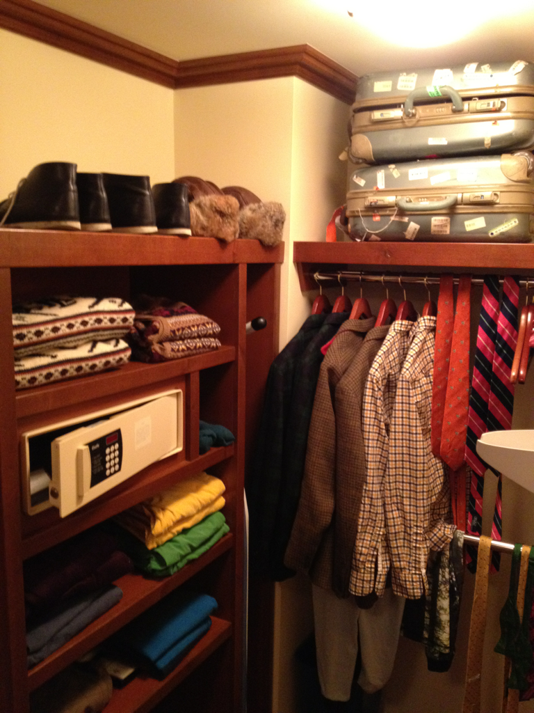 WE LOVE THIS.  ANDREWANDREW'S TRAVELING CLOSET ON THEIR MOST RECENT TRIP TO THE FOUR SEASONS WHISTLER (VIA ANDREWANDREW)
