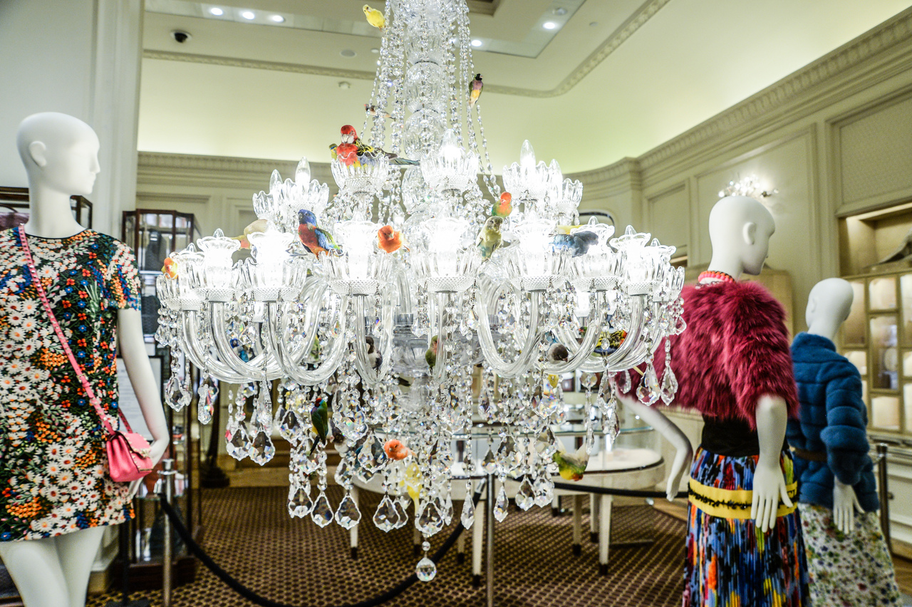 Sebastian Errazuriz Lampara de Lagrimas Sebastian Errazuriz's Lampara de Lagrimas brings the traditional lighting fixture from accent to centerpiece. Hung at eye level, the large-scale chandelier doubles as an elegant treetop for dozens of taxidermy birds.