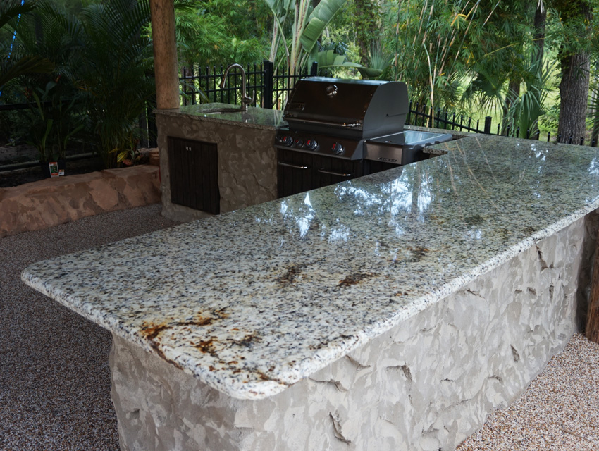 outdoor kitchen 01.jpg