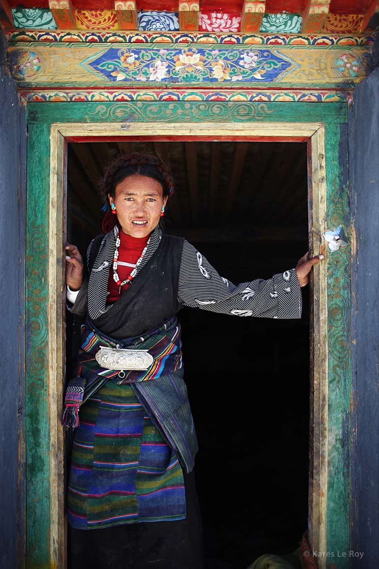 Entrance of an house in Tingri / Entrée d'une maison de Tingri | TIBET