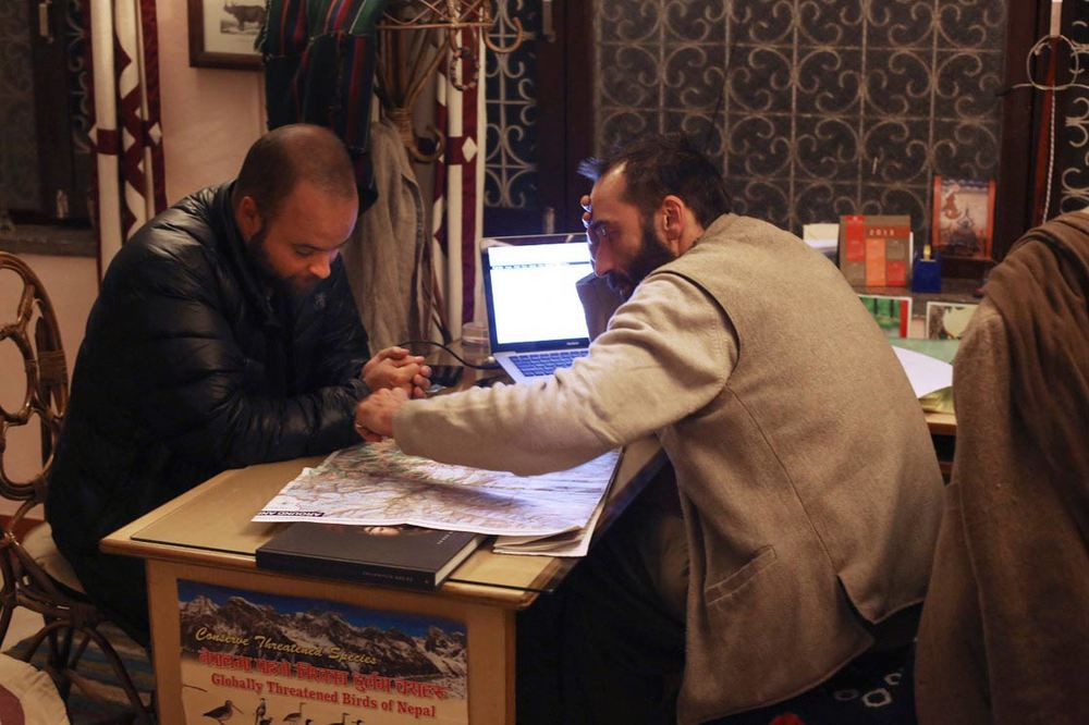 With Christophe in office of Azimut Nepal in Kathmandu /Avec Christophe dans les bureaux d'Azimut Nepal à Katmandou
