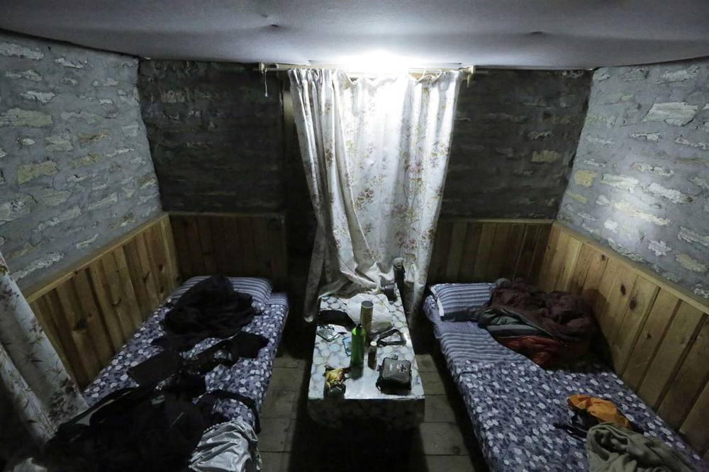 Our room in Chame. The coldest night of our expedition / Notre chambre à Chame. Nuit la plus froide de l'expedition
