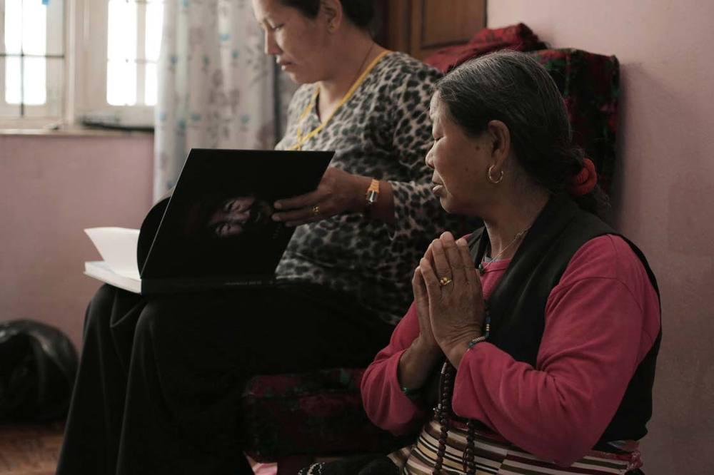 The Daughter (foreground) and the daughter in law of Bajay in Kathmandu /La Fille (au premier plan) et la belle fille de Bajay à Katmandou /La Fille (au premier plan) et la belle fille de Bajay à Katmandou