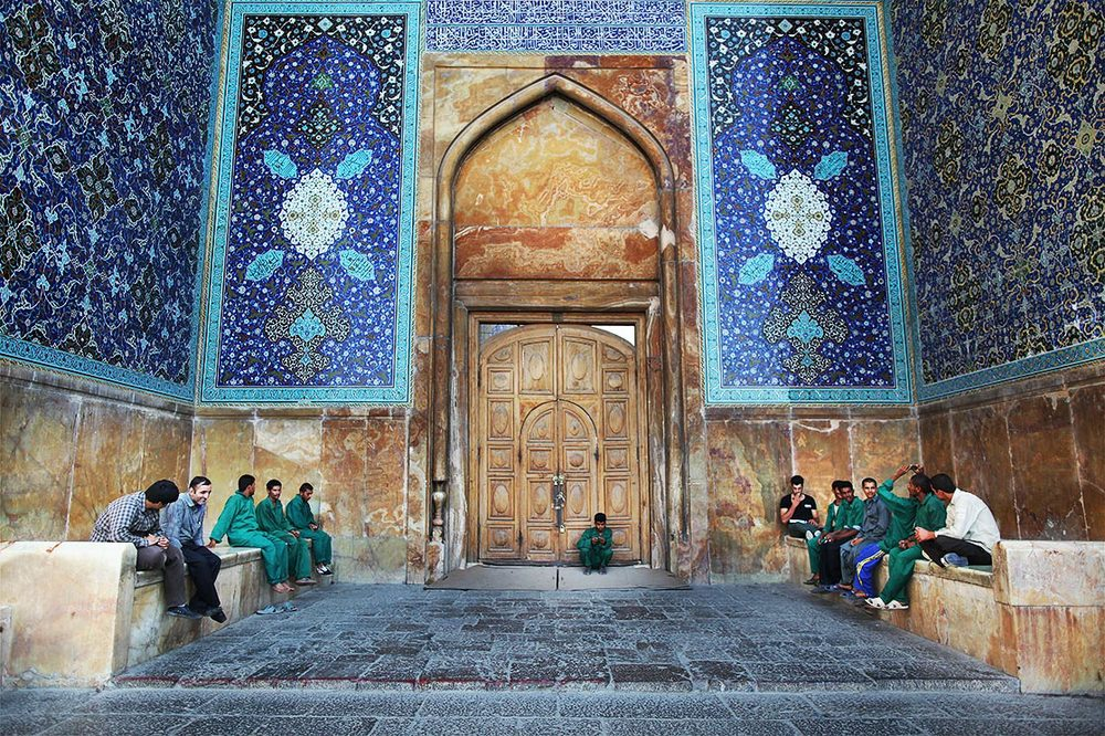 "Even today, the city retains much of its past glory.  Isfahan  is famous for its Islamic architecture, with many beautiful boulevards, covered bridges, palaces, mosques, and minarets. This led to the Persian proverb ""Esfahān nesf-e jahān ast"" (Isfahan is half of the world) 