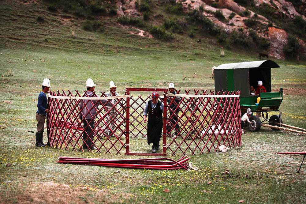 Construction of the first yurts of the season  | KYRGYZSTAN
