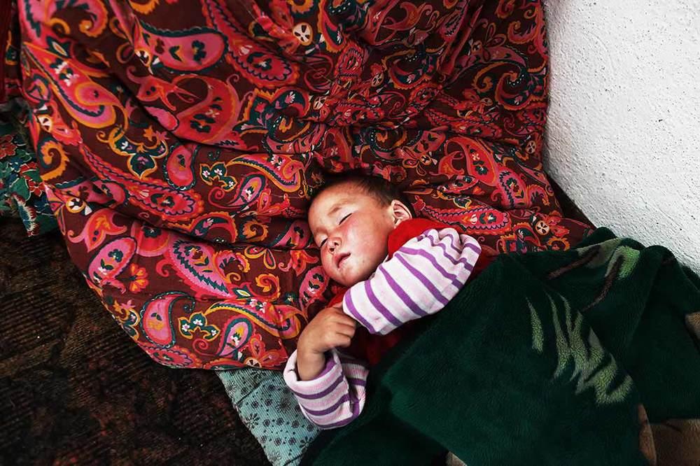 Kyrgyz nomadic baby ,  Kyrchyn pasture    | KYRGYZSTAN