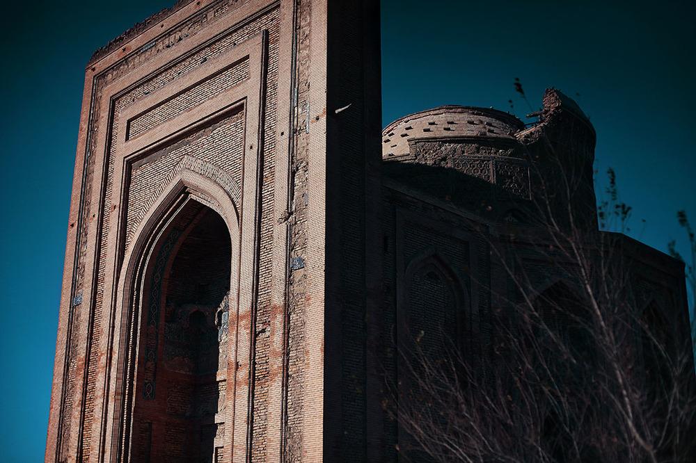 The Turabek Khanum funeral mosque dates back to Tamerlane (14th century). It is one of the rare architectural marvels still standing in the Khorezm region /La mosquée funéraire de Turabeg Khanoum date du siècle de Tamerlan (XIVe)| TURKMENISTAN