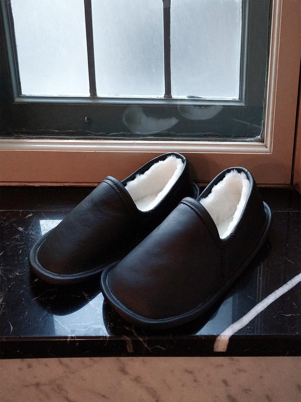 Pantoufles en cuir noir