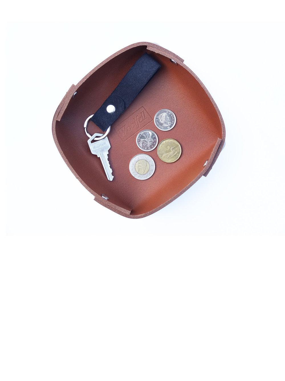 Plateau en cuir - plusieurs couleurs disponibles24.00$