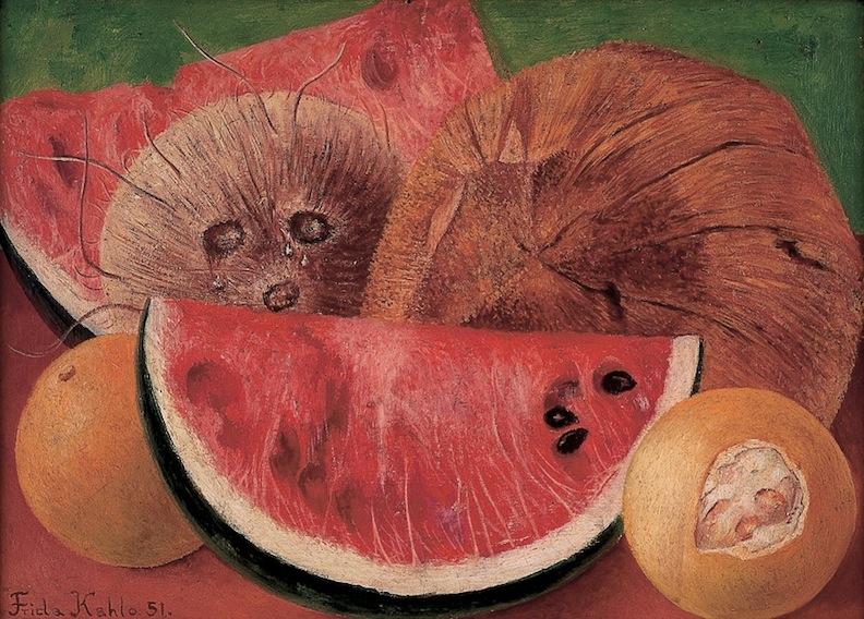 Frida Kahlo   Los cocos , 1951  Óleo sobre tela  25.5 x 35.3   Esta obra de Frida Kahlo presenta una serie de frutos, cocos, sandías y naranjas. Este tipo de referencias le permitía reflexionar en torno al color y, en mayor parte, a una temática de corte localista que la llevaba a explorar posibilidades simbólicas de estos motivos frutales desde un entrecruce con el arte popular, el cual era característico en su obra. Se aprecia un sentido de humanización de los cocos, ya que las pequeñas gotas de este fruto parecen recordar dos lágrimas que salen de los ojos. Este mismo recurso habría sido utilizado en una obra anterior.