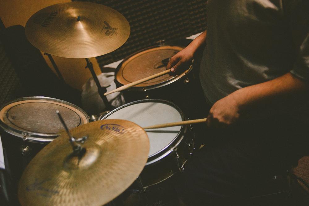 Mi amigo Felipe tocando su batería.