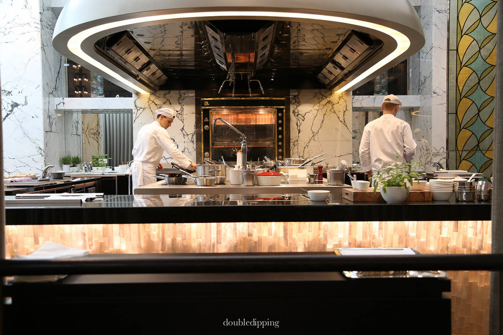 Park hyatt opens in vienna the bank double dipping for Food bar vienna