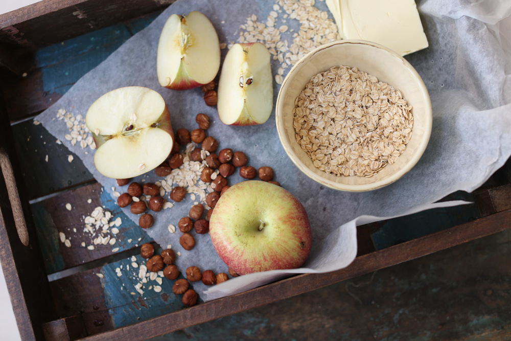Oats, hazelnuts and apples