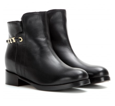Ankle boots are the perfect shoe for the coming season, this one has even a shearling lining -so warm!