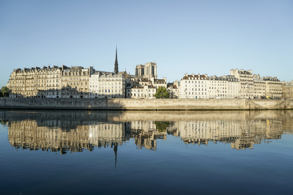 Peaceful Sunday morning and a reflection of La Ile de la Cité