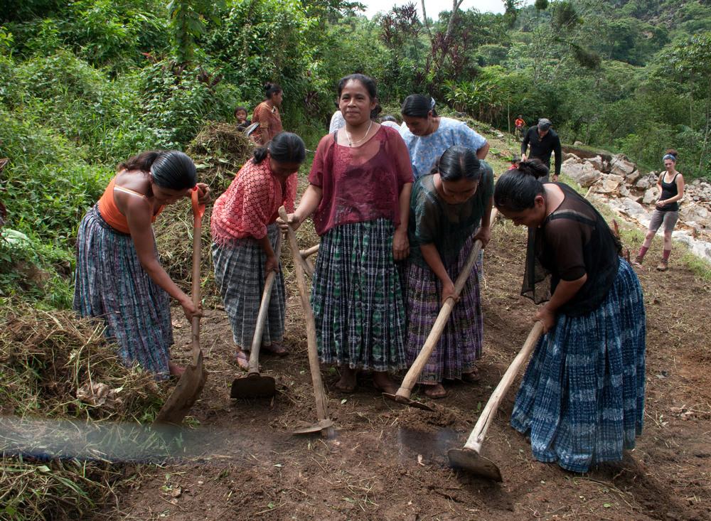 womenworking2tzibal.jpg