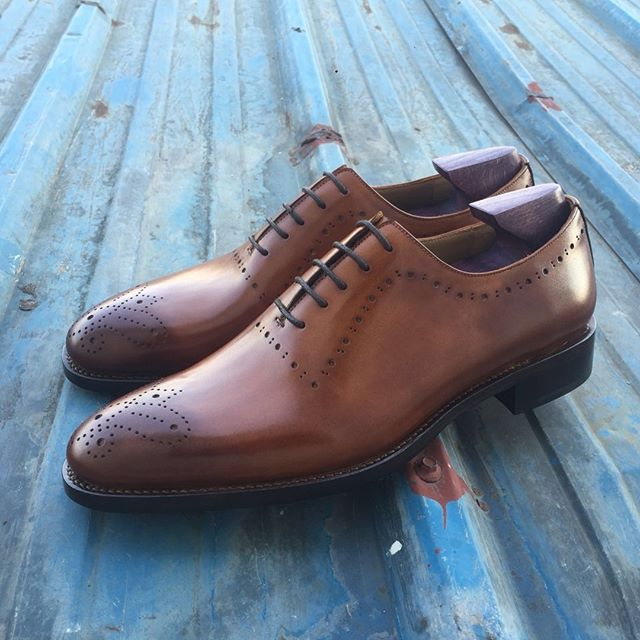 Hand made whole-cut oxfords with a client designed toe medallion. Made by Edward McCann  #Shoes #MensShoes #ShoeGazing #GoodyearWelted #HandWelted #HandMade  #WholeCut #Oxfords #Shine #ShoeShine #Saphir #ShoeAddict #ShoePorn #Fashion #MensFashion #MensWear #Style #MensStyle