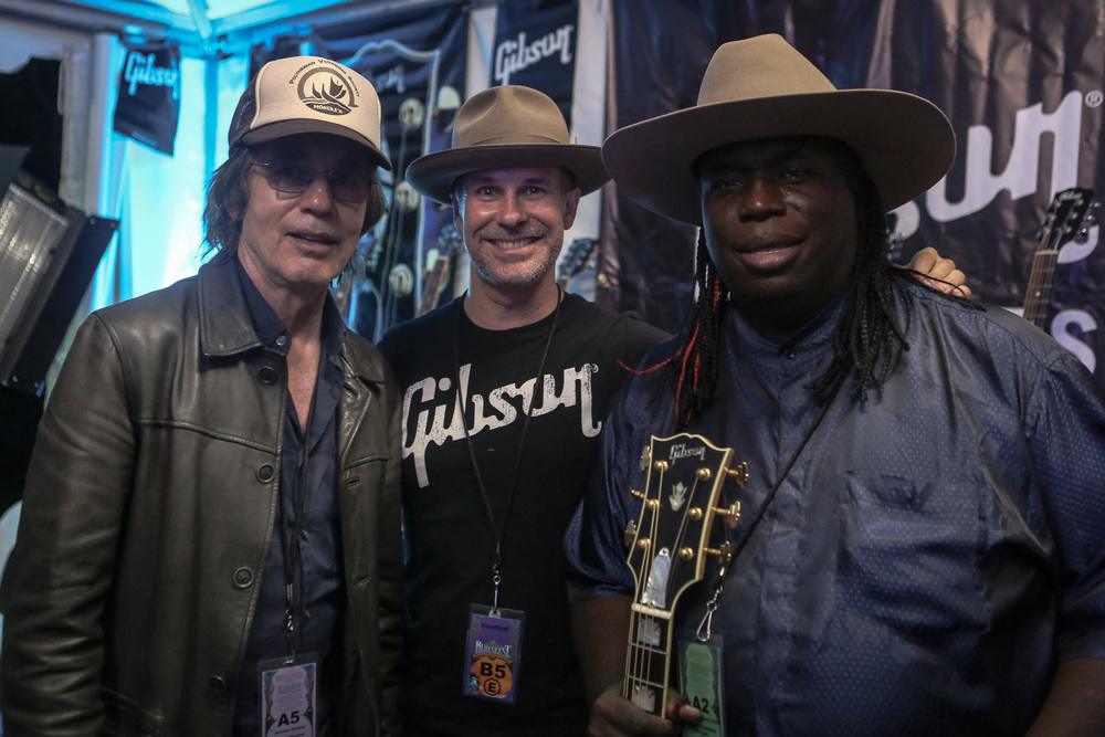 jackson browne, clay doughty & eugene hideaway bridges, backstage in the gibson tent