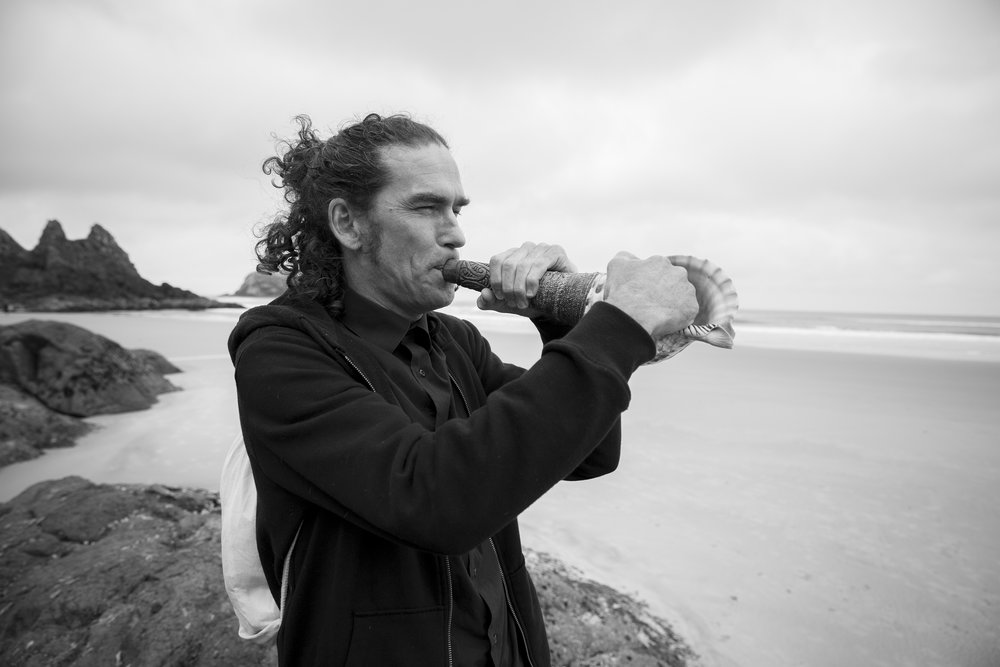 Rob Thorne (Ngāti Tumutumu) playing pūtātara. (Image by Emma Allen del Castillo)