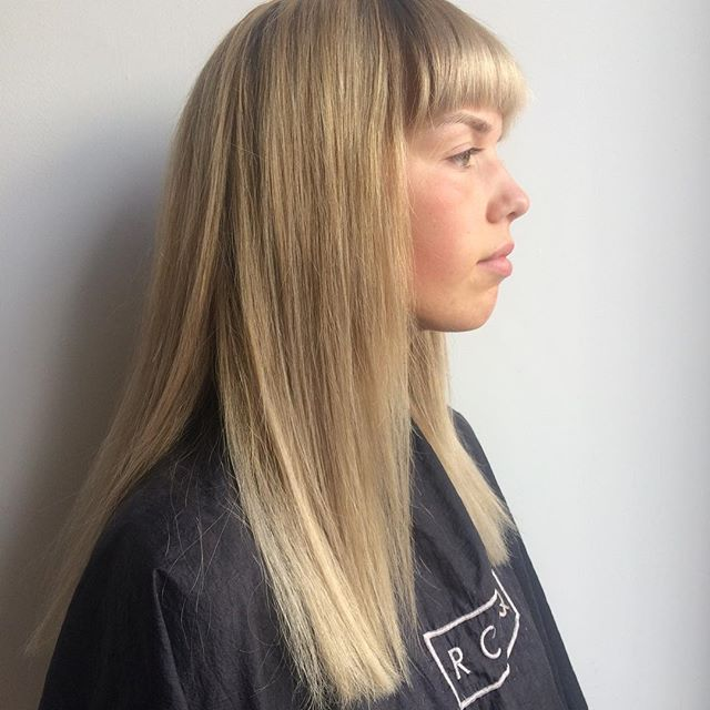 Blondie . . . #hair #balayage #wellalife #modernsalon #ombre #olaplex #hairstylist #behindthechair #blonde #haircut #wellahair #wellacolour #wellatoner #straighthair #shinyhair #fringebangs #fringe #rcnq #manchestersalon
