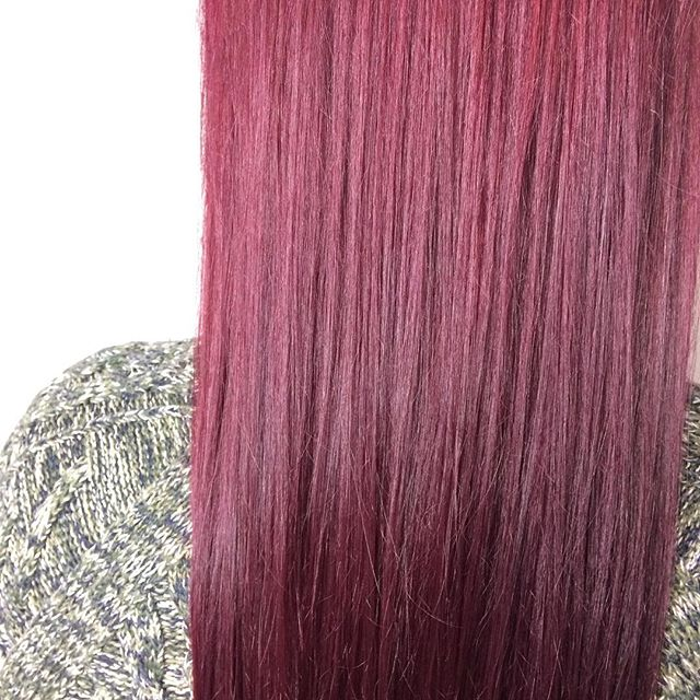 No bleach necessary 🙌 . . . #rcnq #purplehair #pinkhair #redhair #wella #wellauk #wellacolour #wellacolor #hairstory #hairstylist #haircolor #haircolour #straighthair #bumbleandbumble