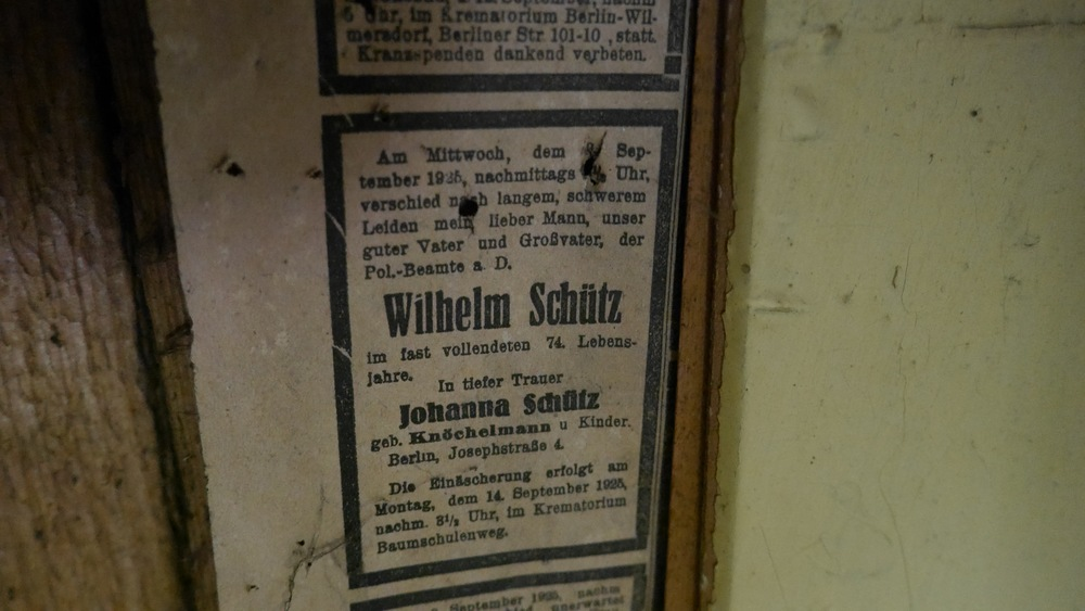 Newspaper 1925 closeup behind wall.JPG