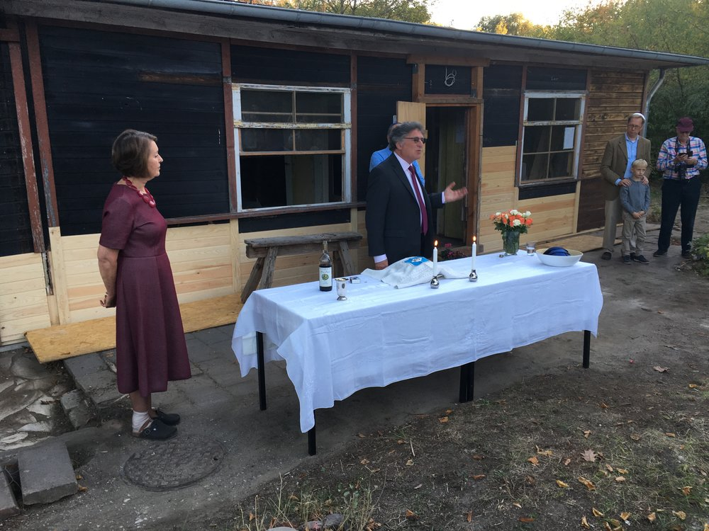 Rabbi Stuart Altshuler Shabbat at lake house 12 October 2018.JPG