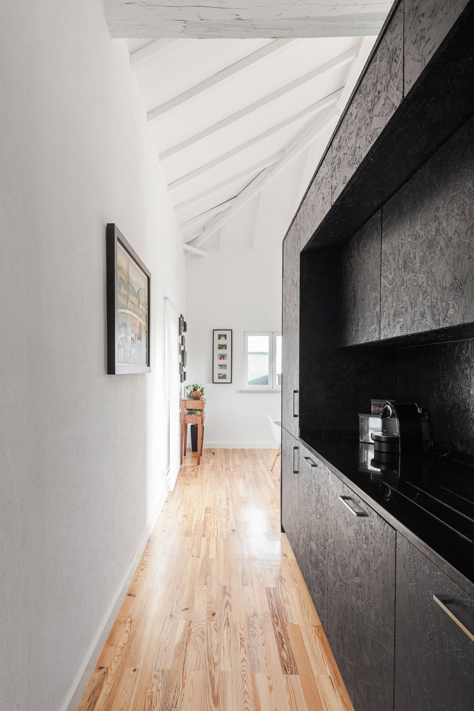 Barn-House_Monte-Real_Ines-Brandao_dezeen_936_3.jpg