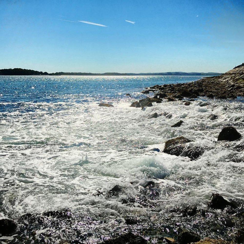 Ok, one last ocean pic from today!  #water #ocean #sea #sky #sun #surf #rocks #boston #pleasurebay #iphone7plus #landscape #beautiful #day #casefoto