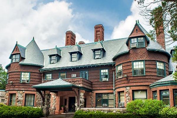 pine-manor-college-25.jpg