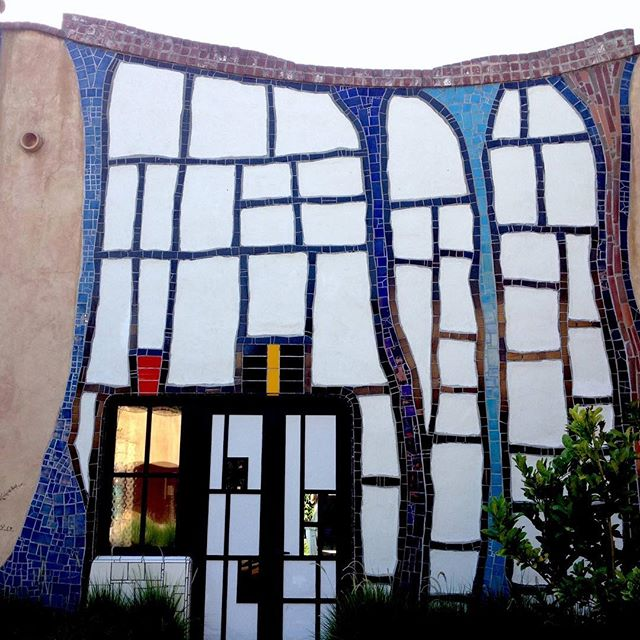 One of my favorite wineries rocking the mosaic facade. Designed by Hundertwasser and it's in the US. On the M3 Blog today...link in bio