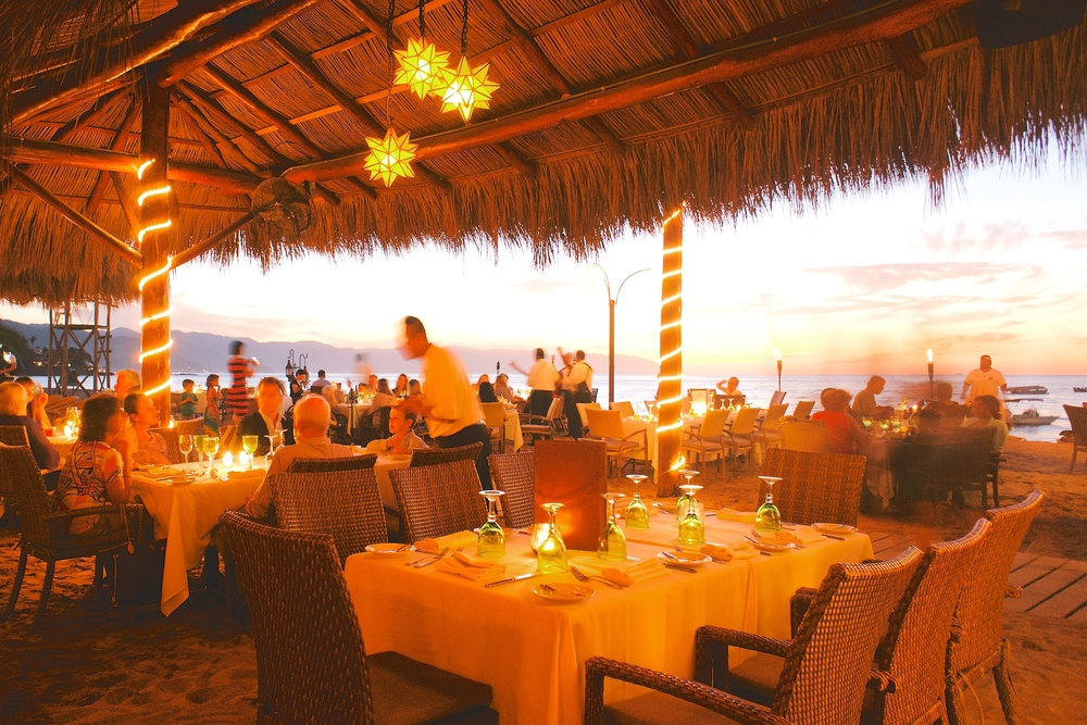 La-Palapa-sunset-table.jpg