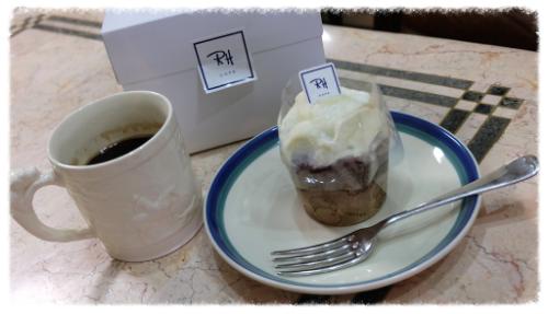 ひと仕事終えたら、ゆっくりスイーツのご褒美♡ お子様と楽しいおしゃべりを! #rhcafe#redvelvet#cupcake