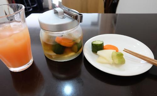 山芋のピクルスなどもテイクアウトで購入。 夏にピクルスの食感と清涼感は本当に美味しい!#justpickels