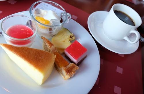 食べられる分だけ取って来るのだよ。  #buffet#sweets#hotel#parenting