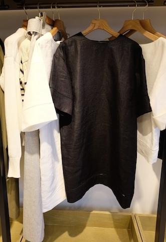 リネンのシンプルなワンピース。着たとたん輝くすごい存在感に感動。 #phlannel#2015ss#bloomandbranch#aoyama6