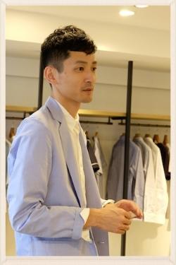 洗練されたファッションでいつもお洒落な津村氏。デザイナーとしての熱い想いが見え隠れする笑顔が素敵。#sugurutsumura#phlannel#designer#bloomandbranch
