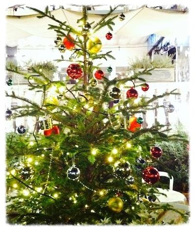 クリスマスの飾り付けも年に一度の楽しみ♡  #christmastree#parenting#santaclaus