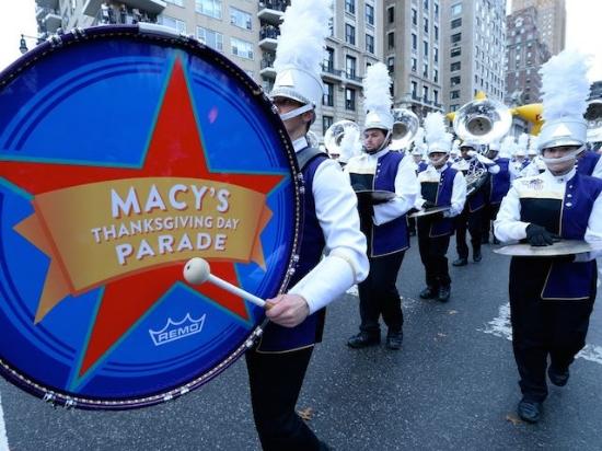 色の鮮やかさや華やかさに包まれ、たくさんの人々の英気が溢れるパレード。                #macys#thanksgiving#parade