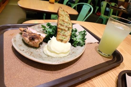 青汁のもとのKaleは積極的に摂りたい野菜。  #tendergreens#marina#del#rey#salad#dinner#kale