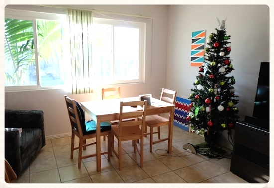 カリフォルニアも予想外に寒い。そんな時こそ部屋に明るい日差しを取り入れて!             #room#interior#livingroom#christmas#culvercity