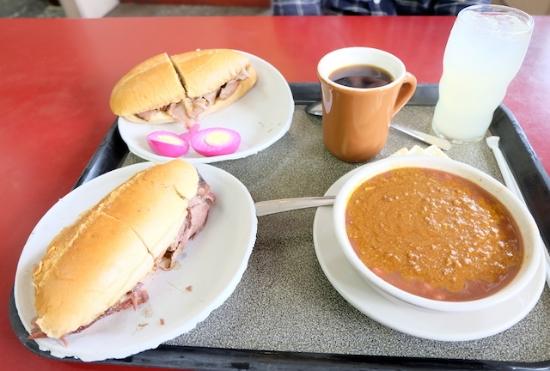 ラムサンドイッチ、チリ、ピンクの卵は。。Pickled Egg (ピックルドエッグ/酢漬け卵)!! コーヒー&レモネード で幸せ♡ #philippe#diner#losangeles#sandwiches#lamb