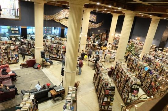 IT発展の背中合わせに本好きな文化も大切にしているアメリカ♡       #favoriteused#thelastbookstore#losangeles#downtown