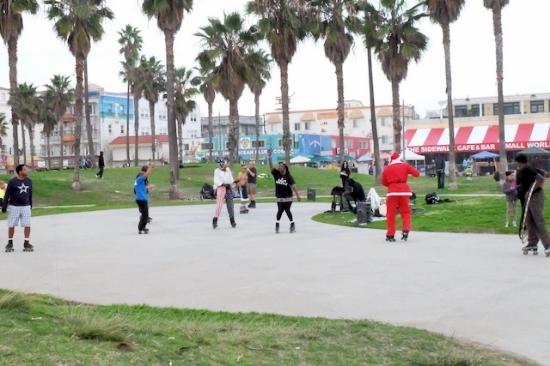 ローラーブレードでダンス♡ #venicebeach#winter#rollerbrade#dance#festival#christmas#losangeles