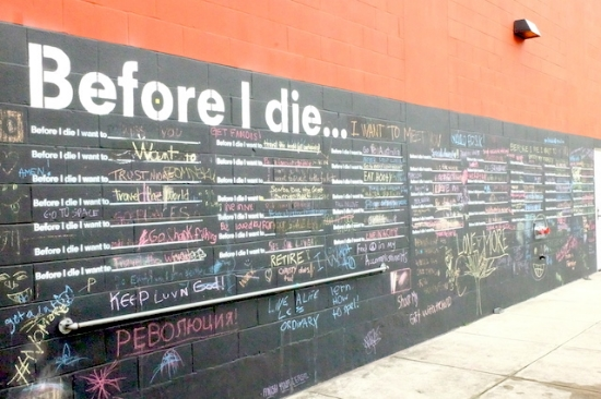 長く続く壁にぎっしり。。#beforeidie#nola#wall#art#street#