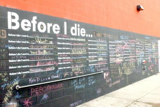 長く続く壁にぎっしり。。#beforeidie#nola#wall#art#street#