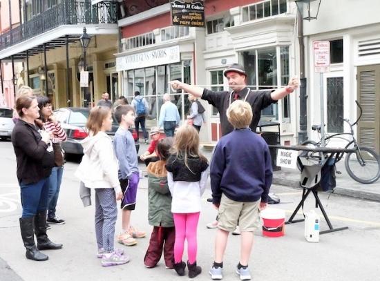子供連れの観光客が多いニューオリンズ。 #street#performance#nola#french#quarter